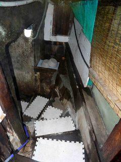 ト伝の湯 階段 地下.jpg