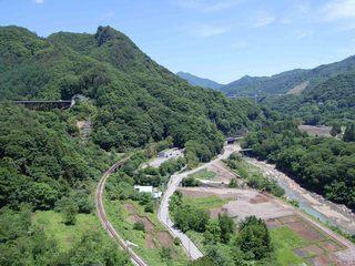 八ッ場ダム湖、不動大橋(湖面2号橋)東側景色.jpg