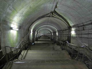 土合駅 階段.JPG