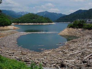 矢木沢ダム 渇水.JPG